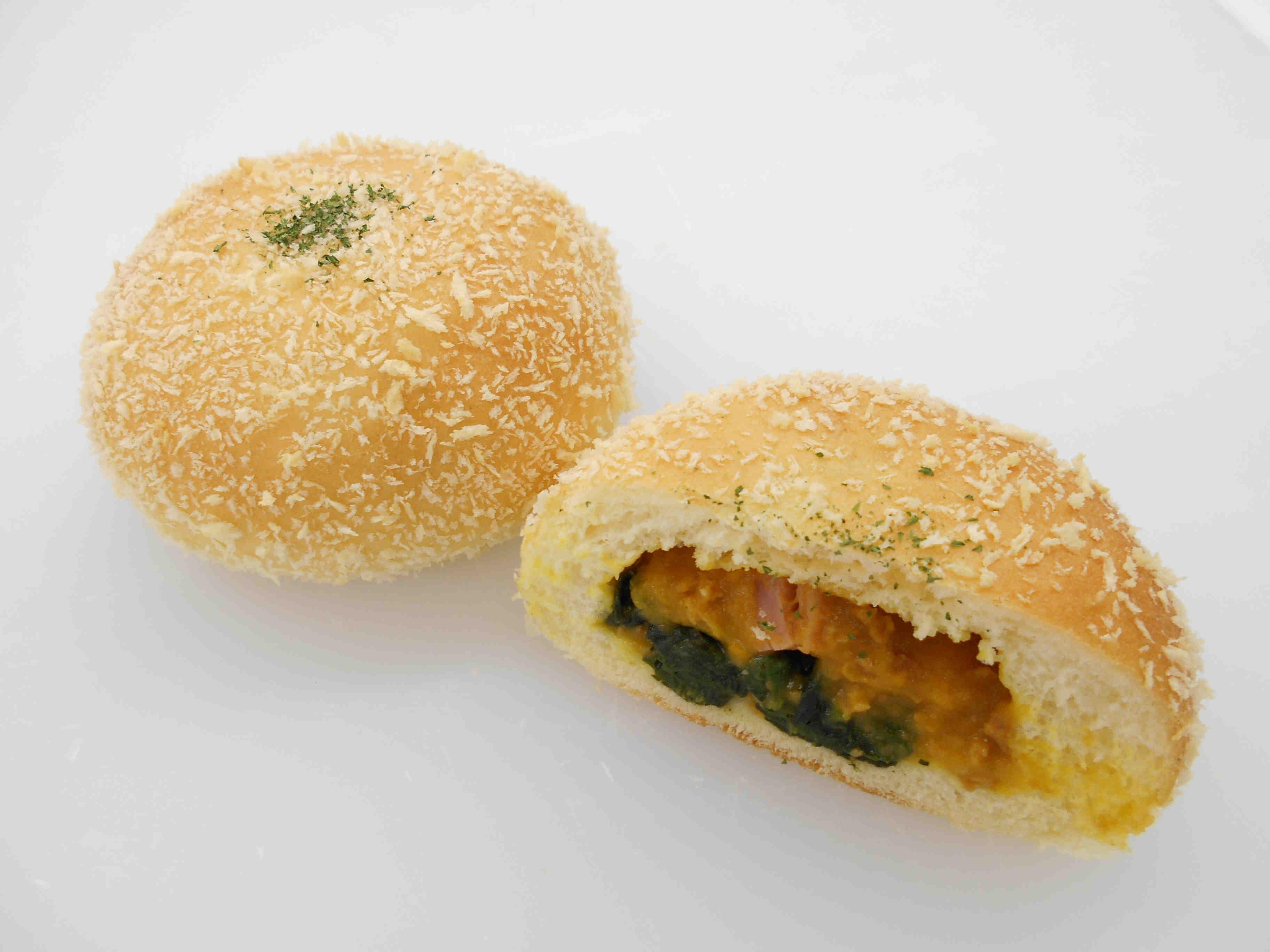 ベーコンとほうれん草の南瓜コロッケパン